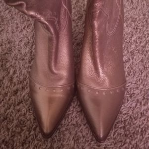 Pre owned Leather Vince Camuto boots 8.5 B